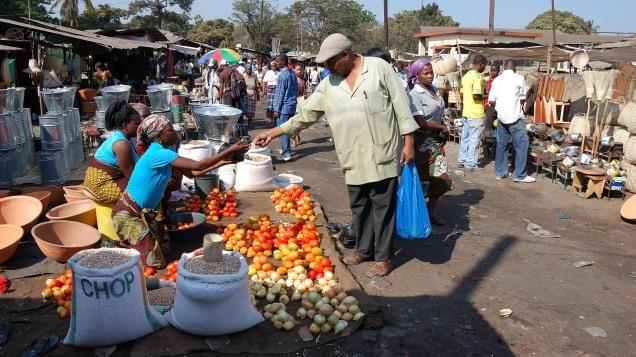 mercado informal em Maputo