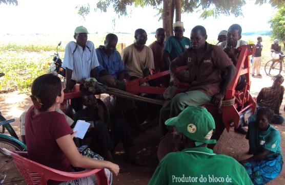 Conversa agricultores.JPG